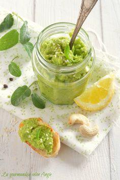 pesto végétal de courgette crue aux noix de cajou  http://www.la-gourmandise-selon-angie.com/archives/2014/06/19/29703689.html