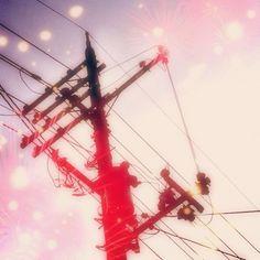 蜷川電柱。    #電柱写真クラブ #wwwdc #Telegraph #Telegrapole #Electric_wire #見上げればいつもエネルギーが流れている #cameran #fireworks - @_fuyufuyu_-
