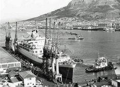Windsor Castle in Cape Town Harbour 1977 Old Pictures, Old Photos, Hobby Town, Hobby World, Windsor Castle, Most Beautiful Cities, African History, Vintage Photographs, Cape Town