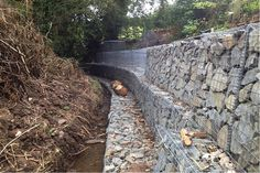 A selection of gabion projects using Weld Mesh supplies. Gabion walls and basket features. Gabion Retaining Wall, Landscape Drainage, Gabion Baskets, Baskets On Wall, Walls, Backyard, River, Wall Ideas, Stone