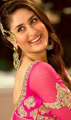 Cada día más hermosa de saludos Kareena Kapoor Pics, Deepika Padukone, Bollywood Celebrities, Bollywood Actress, Trisha Photos, Dress Indian Style, Stylish Girl Images, Indian Beauty Saree, Indian Bollywood