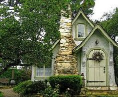 cottage with awesome stone! Really like this!