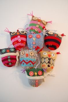 link to Ravelry free owl knitting pattern Owl Patterns, Knitting Patterns, Crochet Patterns, Easy Knitting, Knitting Ideas, Knitting Projects, Crochet Projects, Sewing Projects, Owl Crafts