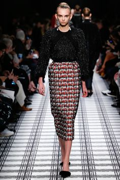 Balenciaga Fall 2015 Ready-to-Wear Collection Photos - Vogue