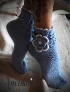 Ankortit: Kesällä Easy Knitting, Knitting Socks, Knit Socks, Funky Socks, Slipper Socks, Crochet Slippers, Baby Knitting Patterns, Crochet Doilies, Fingerless Gloves
