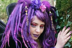 Gorgeous purple dreads ... what a fantastic look!
