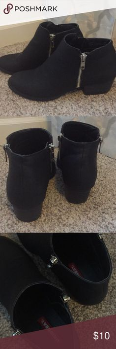 """Union Bay Holly Black Ankle Boot Size 6.5 Union Bay Holly F-15 Black Bootie  Size 6.5 Good Condition! Zippers on both sides (one side for looks - doesnt zip) 1 1/2"""" Heel Smoke Free Home UNIONBAY Shoes Ankle Boots & Booties"""