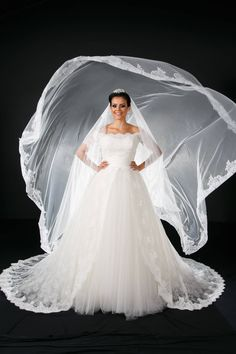 Vestido de Noiva princesa em renda Chantily Rosa Clará – Empório Lulu