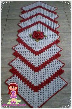 Crochet Freetress - How to Crochet For Beginners Crochet Table Runner Pattern, Free Crochet Doily Patterns, Granny Square Crochet Pattern, Crochet Tablecloth, Crochet Squares, Crochet Motif, Granny Squares, Diy Crafts Crochet, Crochet Home