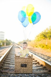 Cute hot air balloon idea for 1st year pictures!!!! Basket from Target! That's a pretty cute little boy in that picture. ;)