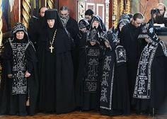 Russian Orthodox nuns of the Great Schema Orthodox Priest, Orthodox Christianity, Nuns Habits, Russian Orthodox, World Religions, Kirchen, Pagan, Female, Lady