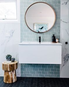 The good kind of Monday blues Starting our week feeling perfectly peaceful as we gaze at this bathroom renovation by @threebirdsrenovations