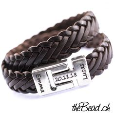 Schickes Damen & Herren Lederarmband in dunkelbraun Hochwertig verarbeitetes Herren Lederarmband  Das Lederarmband besteht aus flach geflochtenem Leder und einem sehr praktischen Magnetverschluss. Das Lederband ist ca. 1.4 cm breit, hat also eine Gesamtbreite von fast 3 cm ! www.theBead.ch Unisex, Bracelets, Leather, Jewelry, Fashion, Gents Bracelet, Braided Leather, Classy Lady, Man Jewelry