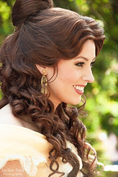 Someone please figure out how to do this to my hair and I will be insanely happy. Then all I would need is one of her dresses.... #aspiringbelle