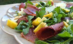 Innamorarsi in cucina: Insalata di pesche, rucola, breasaola e pecorino.
