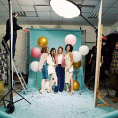 Famous BTS Magazine pick. Мы вчера просто разнесли студию в пух и прах Кидали конфети, лопали шарики, Рома прыгал со стремянки, а девочки наснимали миллион бумерангов #backstage #photoshoot #girls #kharkov #famousbtsmag