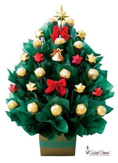 Christmas tree chocolate bouquet: what a brilliant idea. Christmas Tree Chocolates, Christmas Candy, All Things Christmas, Christmas Holidays, Christmas Presents, Chocolate Tree, Chocolate Flowers, Christmas Chocolate, Chocolate Bouquet Diy