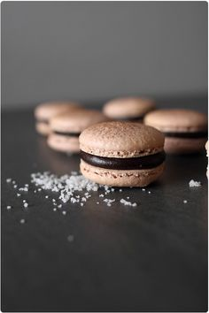 Dark chocolate + fleur de sel macarons (Macarons chocolat noir et fleur de sel) Ganache Macaron, Macaron Recipe, Cookie Recipes, Dessert Recipes, French Macaroons, Chocolate Macaroons, Delicious Desserts, Yummy Food, Wine Recipes
