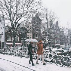 Snowy Amsterdam photo credit dutchie