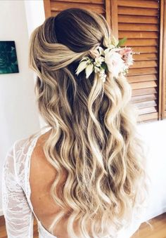 Half up Wedding hairstyles are a brilliant style for the brides hair. The hairstyle can be accessorised and having some hair tied back is so elegant. Half Up Wedding Hair, Diy Wedding Hair, Wedding Hairstyles Half Up Half Down, Wedding Hair And Makeup, Half Up Half Down Wedding Hair, Wedding Hair With Extensions, Wedding Rings, Diy Bridal Hair, Wedding Hair Curls