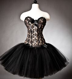 Custom Size black and gold lace burlesque corset prom dress with tulle skirt(Etsy のGlamtastikより) https://www.etsy.com/jp/listing/70751722/custom-size-black-and-gold-lace