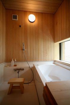 木が香る2階リビングから緑を楽しむ暮らし. Japanese BathroomBathroom LightingBath RoomJapanese  StyleBathroom Ideas