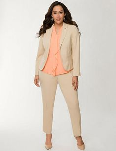 If you are a lady who requires plus size clothing and therefore have always have found it difficult to get a suitable professional attire for your requirements? Well not anymore! Plus Size Professional Clothing, Business Fashion Professional, Size Clothing, Formal Business Attire, Business Casual Outfits, Business Clothes, Look Office, Interview Attire, Look Plus Size