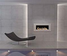 La création Apollose matérialisée par un cadre en acier corten, aux multiples finitions acier laqué, inox brossé ou effet rouillé. Avec une autonomie de 3 heures, elle se dote d'un verre miroir noir. ©GlammFire