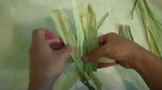 If you have corn for dinner this summer, don't throw out the husks. They can be used to create traditional, folkart cornhusk dolls. Nature Crafts, Fall Crafts, Christmas Crafts, Diy Crafts, American Heritage Girls, American Girl, Corn Husk Crafts, Corn Dolly, Corn Husk Dolls