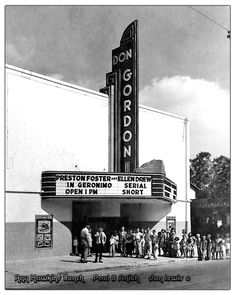 Don Gordon Theatre in Houston, TX Yesterday Movie, Yesterday And Today, Vintage Movie Theater, Vintage Movies, Old Images, Old Photos, Don Gordon, Movie Place, Vintage Tin Signs