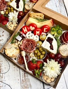 Onboardwithbree Charcuterie Picnic, Charcuterie Recipes, Charcuterie Platter, Charcuterie And Cheese Board, Catering Recipes, Party Food Platters, Cheese Platters, Food Gifts, Appetizer Recipes