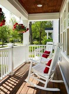 Porches Patio Ideas to Make Beautiful Home Exterior. Genius Porches Patio Ideas to Make Beautiful Home Exterior. 48 Stunning Porches Patio Ideas to Make Beautiful Home Farmhouse Front Porches, House With Porch, House Front, Front Porch Decorating, House Exterior, Porch Remodel, Porch Railing, Front Porch Design, Building A Porch