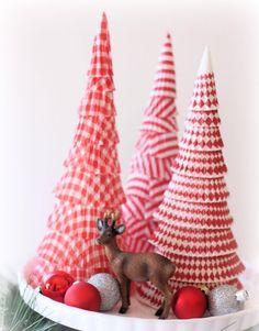 kegelförmiger Weihnachtsbaum aus Papier Muffinformen