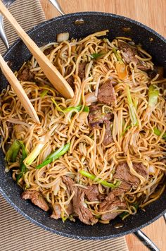 Slimming Eats Low Syn Beef Chow Mein - dairy free, Slimming World and Weight Watchers friendly Slimming World Fakeaway, Slimming World Dinners, Slimming World Recipes Syn Free, Slimming World Diet, Slimming Eats, Beef Recipes, Cooking Recipes, Curry Recipes, Diet