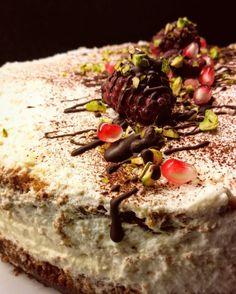 Super moist vanilla buttercake with pistachois, raspberries and chocolate! Yum yum yum