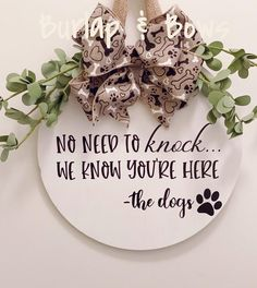 Wooden Door Signs, Wooden Doors, Wood Crafts, Diy Crafts, Wreath Crafts, Tree Crafts, Wreath Ideas, Dog Wreath, Pet Door