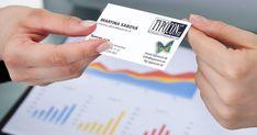 Tlačené vizitky sú napriek neustálej digitalizácii stále podstatnou súčasťou obchodných rokovaní. Vizitka nepredstavuje len spôsob, ako si vymeniť medzi sebou informácie o svojej osobe, ale je aj súčasťou značky, ktorú prezentujete. Event Ticket, Playing Cards, Blog, Playing Card Games, Blogging, Game Cards, Playing Card