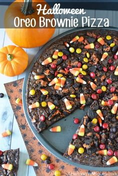 Oreo Brownie Pizza for Halloween and Fall | This Mama Loves #oreo #oreorecipes #brownies #browniepie #halloween #halloweenrecipes #desserts #dessertfoodrecipes #dessertrecipes #candycorn