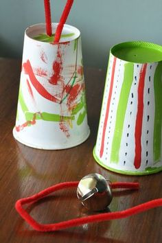 Get your preschooler or kindergartener into the holiday spirit by making a holiday instrument that will improve his fine motor skills and sense of rhythm.