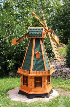 m windmill, windmills, wind turbine in wood with solar lighting type Windmill Diy, Wooden Windmill, Dutch Windmill, Wood Pallet Crafts, Wood Projects, Woodworking Projects, Solar Lanterns, Solar Lights, Storch Baby