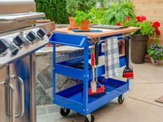 How to Turn a Utility Cart Into a Patio Grill Station - New Ideas Portable Island, Portable Grill, Portable Outdoor Bar, Patio Grill, Backyard Patio, Patio Table, Bbq Grill, Gravel Patio, Patio Roof