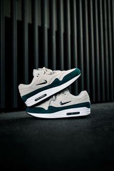 Nike Air Max Jewel Swoosh by blog.sneakerando.com sneakers sneakernews StreetStyle Kicks adidas nike vans newbalance puma ADIDAS ASICS CONVERSE DIADORA REEBOK SAUCONY