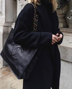 All black outfit with oversized Chanel tote bag handbags 2017 handbags pink handbags house handbags beige handbags clutch handbags black Fall Handbags, Cute Handbags, Burberry Handbags, Handbags On Sale, Chanel Handbags, Fashion Handbags, Purses And Handbags, Louis Vuitton Handbags, Fashion Purses