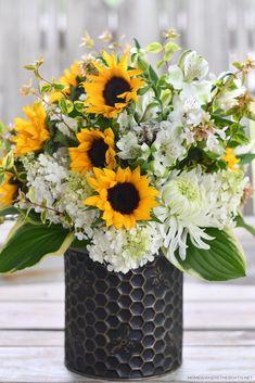 Flower Centerpieces, Flower Arrangements, Diy Flowers, Tablescapes, Floral Design, Bee, Design Inspiration, Summer, Plants