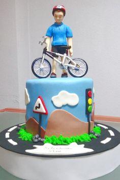 Tarta Mountain Bike| De Perla's | Tartas fondant personalizadas en Málaga