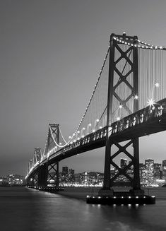 Fotomural Wizard Genius San Francisco Skyline 387, imagen del puente de San Francisco en blanco y negro.