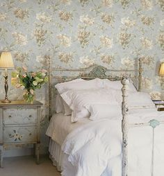 Sweet & Romantic Bedroom Colors - Blue Floral Wallpaper - Click Pic for 42 Romantic Master Bedroom Decor Ideas Shabby Chic Mode, Shabby Chic Bedrooms, Shabby Chic Decor, Rustic Decor, Floral Bedroom Decor, Vintage Bedroom Decor, Boho Decor, Blue Floral Wallpaper, Vintage Floral Wallpapers