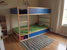 rangement pour lit IKEA Kura.