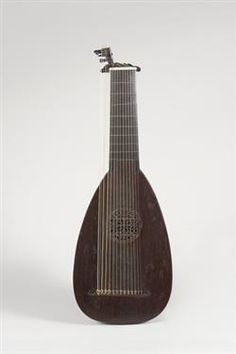Original baroque lute by J.C Hoffmann 1730, MIM3188, a copy based on this instrument is made by www.jminstruments.com. Hear it here: https://www.youtube.com/watch?v=an3qLzcGHMk