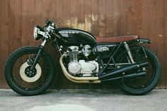 Honda 1972 Cafe Racer by Moto Incendio Cb550 Cafe Racer, Cafe Racer Honda, Nkd Cafe Racer, Custom Motorcycle Shop, Bobber Custom, Custom Cafe Racer, Cafe Racer Build, Motorcycle Design, Vintage Cafe Racer